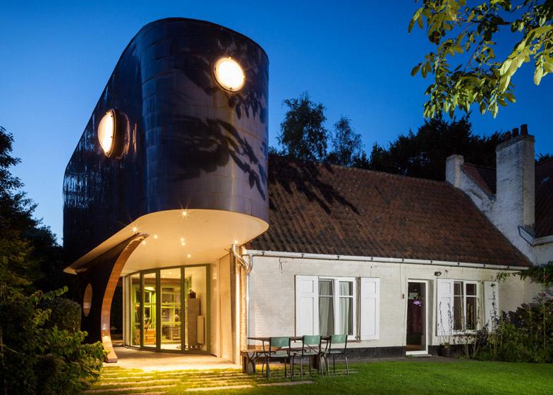 A copper annex to a fermette by Vens Vanbelle architecture