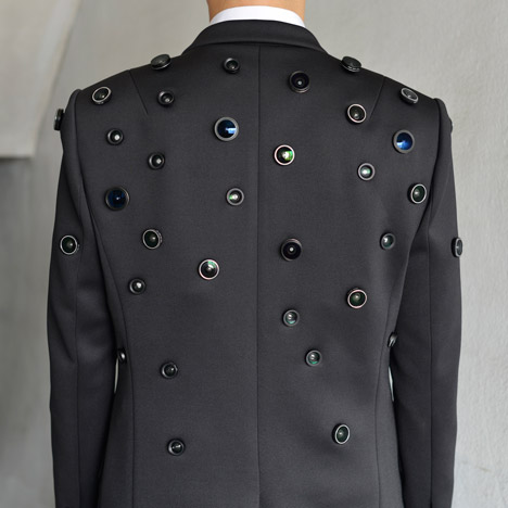 Aposematic Jacket is covered in cameras to ward off attackers