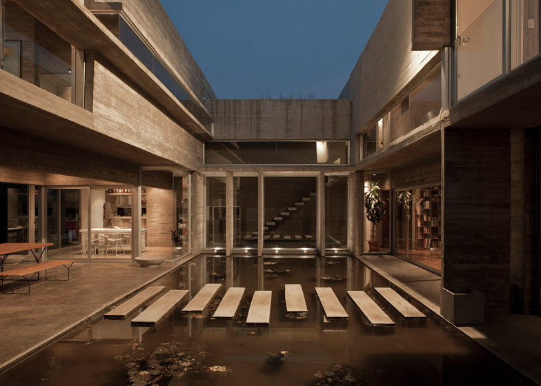 Casa Torcuato by Estudio Besonias Almeida