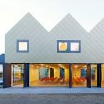 Netzwerkarchitekten completes community centre with a zigzagging golden roof