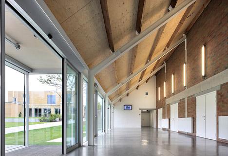 Cultural Center de Neerbeek by Urbain Architectencollectief