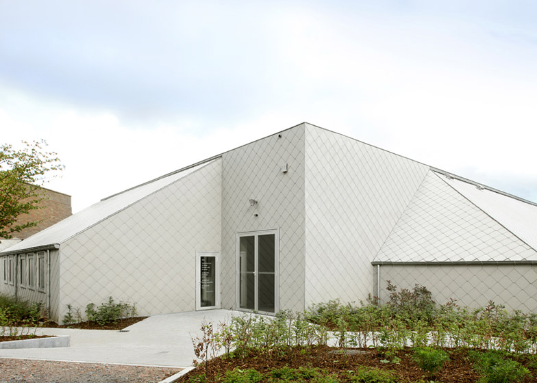 Cultural Center in Bissegem by Urbain Architectencollectief