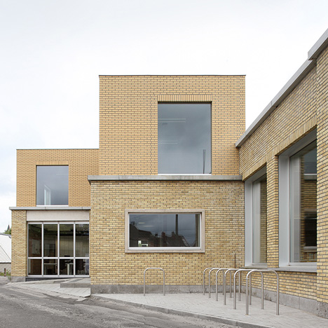 Urbain Architectencollectief converts brick fire station into Kortrijk cultural centre