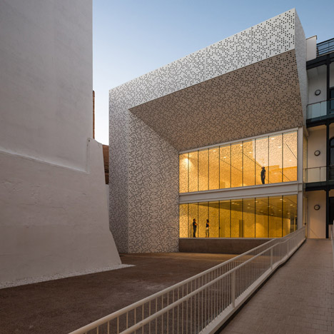 Badajoz Fine Arts Museum extensions feature&ltbr /&gt speckled walls and bevelled edges