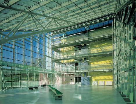 """Hadid, Holl and Gehry join fight to save """"masterpiece"""" school by Helmut Richter"""