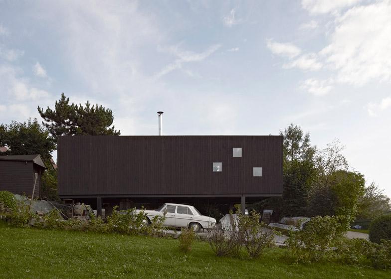 House at the pond by Hammerschmid Pachl Seebacher Architekten