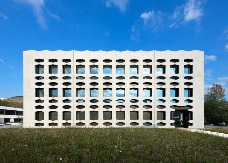 Neutrabuilding by Wurm + Wurm
