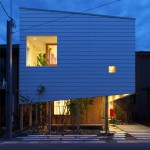 "Takeru Shoji Architects tops a timber-clad Japanese house with a ""big hat"""