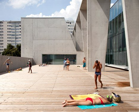 Restructuring and extension of swimming pool in Bagneux by Dominique Coulon et associés
