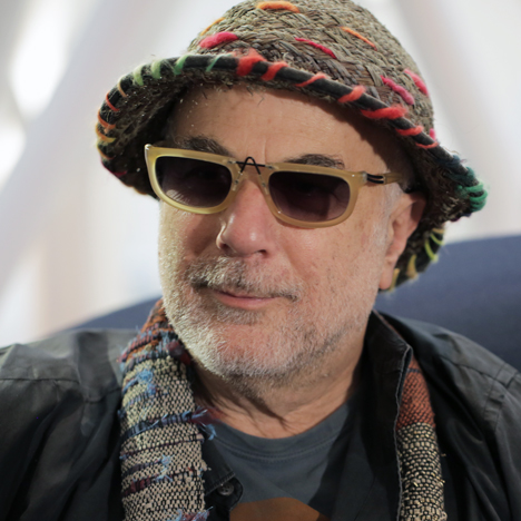 movie video interview with ron arad on his big easy chair for moroso. Black Bedroom Furniture Sets. Home Design Ideas