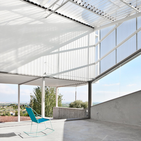 Casos de Casas' plastic-clad house designed to adapt to all the Spanish seasons