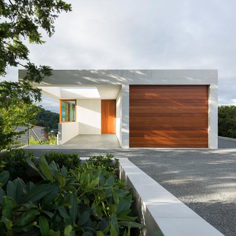 Ian Shaw Architekten completes concrete villa on a German mountainside