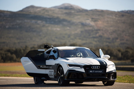 Audis Superfast Driverless Car Is Fitted With A Mini Film Studio - Audi driverless car