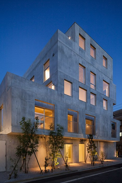 Hiroyuki ito completes tokyo housing block with staggered concrete silhouette - Takanawa house by o f d hiroyuki ito ...