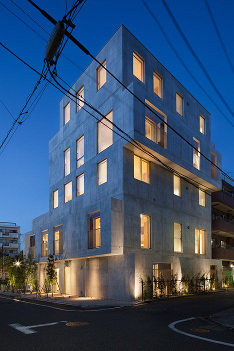 Hiroyuki ito completes tokyo housing block with staggered - Takanawa house by o f d hiroyuki ito ...