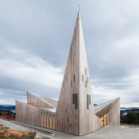 Reiulf Ramstad completes wooden church with a grand spire beside a Norwegian fjord