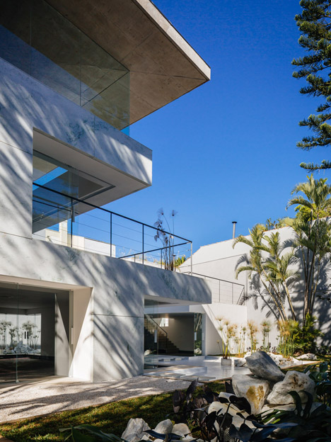 Brilliant Triptyques Marble And Glass Showroom Was Designed To Look Download Free Architecture Designs Scobabritishbridgeorg