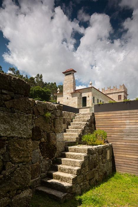 House in Guimarães by Elisabete Saldanha
