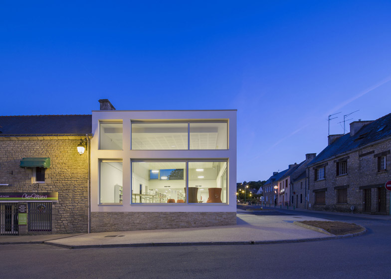http://static.dezeen.com/uploads/2014/12/Mediatheque-de-Monterblanc-by-Studio-02-Architectes_dezeen_784_0.jpg
