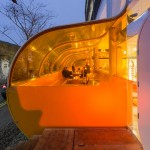 "SelgasCano completes London workspace featuring an orange tunnel and a ""flying table"""