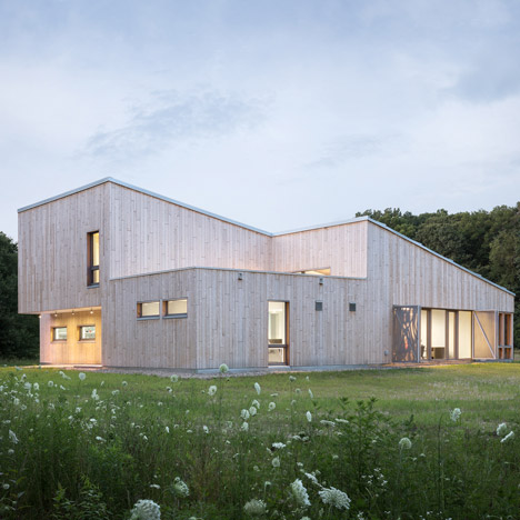 Cedar-clad field station by Go Logic<br /> houses University of Chicago laboratory