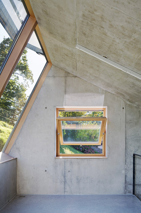 A studio for drawing, painting and small sculpture by Christian Tonko