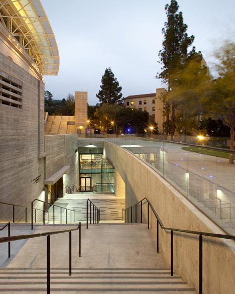 AIA-2015-UC-Berkeley-Memorial-Stadium-and-Training-Center_dezeen_468_0