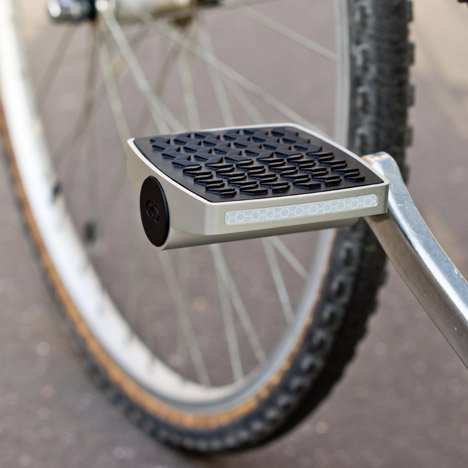 Connected pedal protects bicycles from theft
