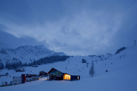 LEAPfactory installs prefabricated ski and snowboard school beside Mont Blanc