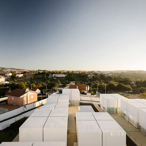 White rooftops turn red during emergencies at retirement home by Guedes Cruz Architects