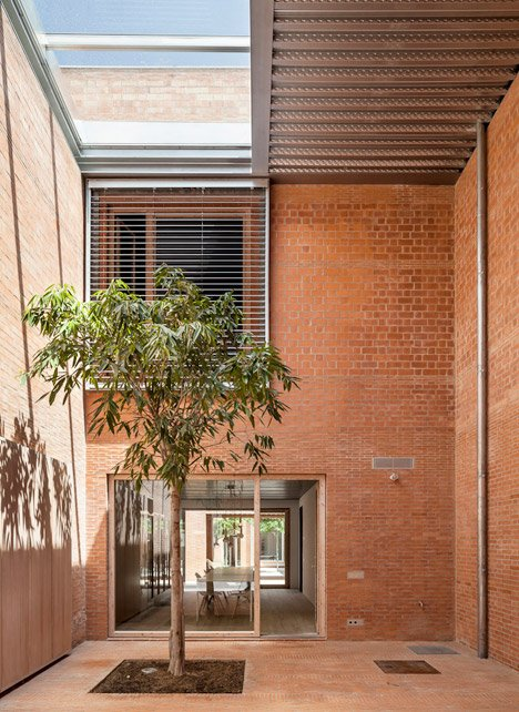 House-1014-in-Barcelona-by-HARQUITECTES_dezeen_468_20