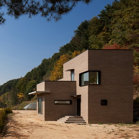 House in Sang-an by Studio GAON designed<br /> to suit a couple with three dogs