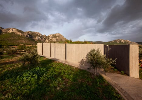 Residence in Megara by Tense Architecture Network
