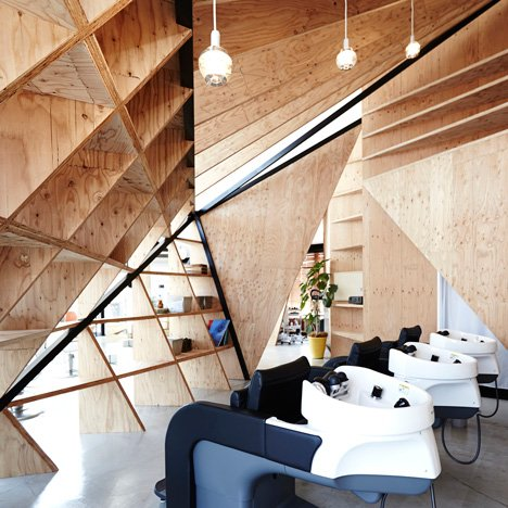 Cohta Asano divides Japanese hair salon<br /> with diamond-shaped partitions