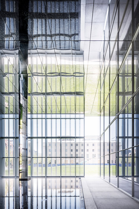United-States-Courthouse-by-Thomas-Phifer-and-Partners_dezeen_468_10