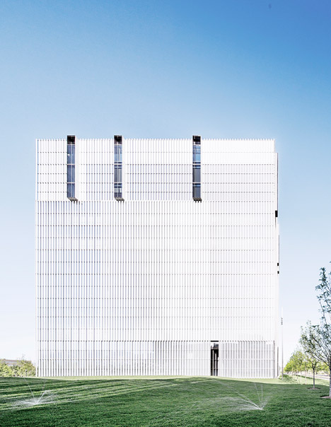 United-States-Courthouse-by-Thomas-Phifer-and-Partners_dezeen_468_3