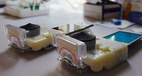 Colombia-Engineering-dongle-for-detecting-HIV-and-syphillis_dezeen_468_0