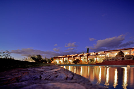 Frank-Lloyd-Wright-Taliesen-West_dezeen_468_0