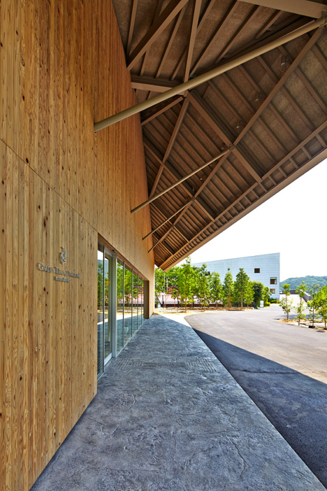 Garden Terrace Nagasaki Royal Terrace hotel building by Kengo Kuma