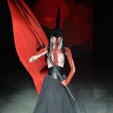 "Gareth Pugh brings his ""modern armour"" back to London for Autumn Winter 2015"