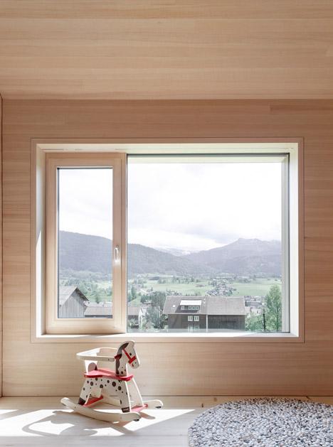 Haus-Fur-Julia-Und-Bjorn-by-Innauer-Matt-Architekten_dezeen_468_10