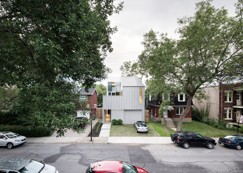 Holy Cross House by Thomas Balaban Architecte