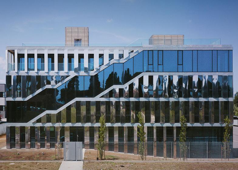 office facade. Intecs Spa Headquarters By Modostudio + Sofia Cattinari Studio Office Facade A