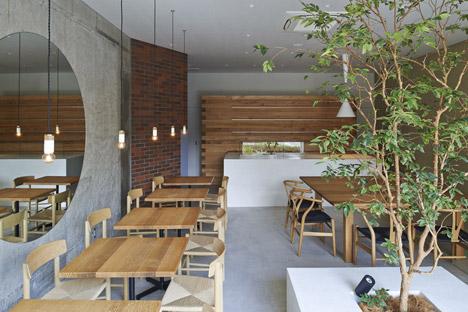Ito-biyori-cafe-by-Ninkipen-Osaka-Japan_dezeen_468_0