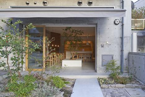 Ito-biyori-cafe-by-Ninkipen-Osaka-Japan_dezeen_468_6
