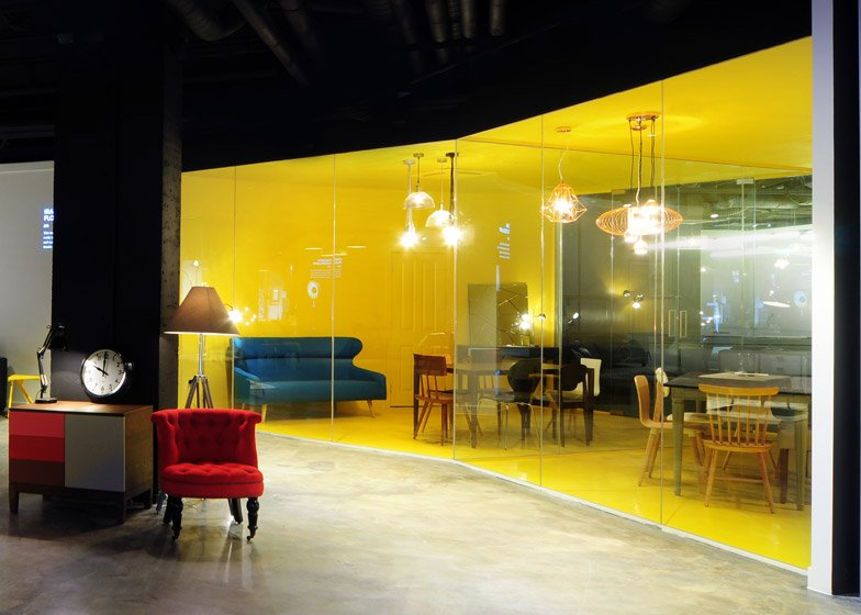 Bureau de Change places projections in Madecom showroom
