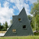 Leo Qvarsebo designs himself a triangular summer house in the Swedish countryside