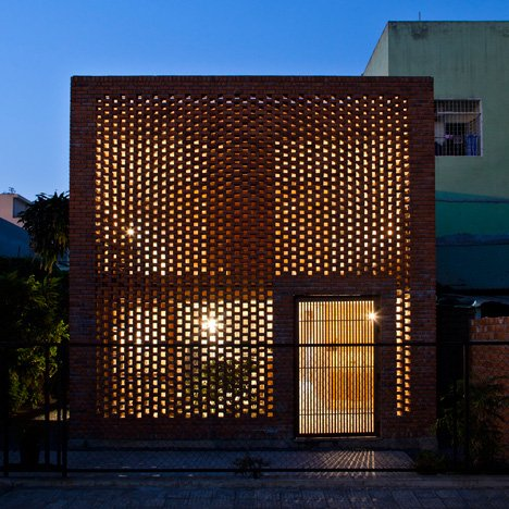 Perforated brick house by Tropical Space<br /> is based on termites' nests