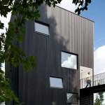 "Ben Waechter's Tower House makes the most of an ""unbuildable"" Portland hillside"