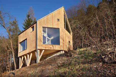 Wooden-Cabin-by-A-LT-Architekti_dezeen_468_1